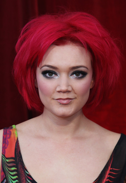 Actress Hollie-Jay Bowes showed off her edgy style while hitting the British Soap Awards in Brittan.