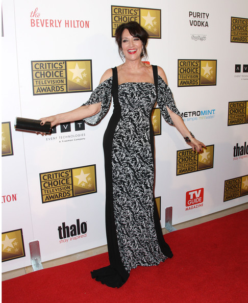 Katey Segal's black and white print gown