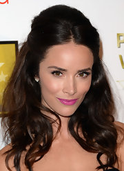 Abigail Spencer's electric grape lipstick instantly brought some color to her beauty look.