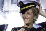 Brooklyn Decker Has Pretty Pink Hair at 'Battleship' Premiere