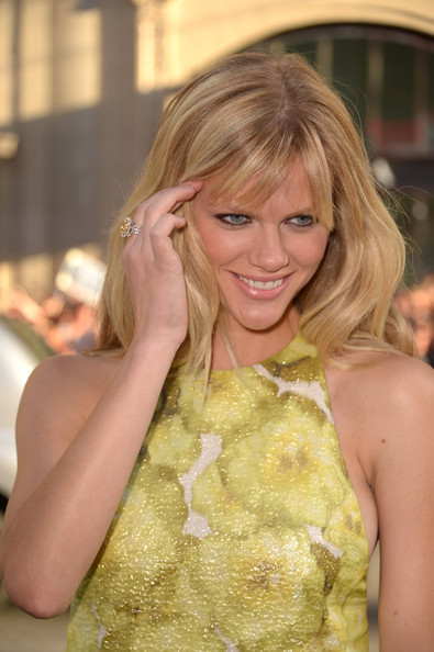 Brooklyn Decker Diamond Ring [what to expect when youre expecting,hair,blond,hairstyle,long hair,layered hair,premiere,smile,brooklyn decker,grauman,chinese theatre,california,hollywood,lionsgate,red carpet,premiere]