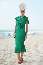 Brooklyn Decker looked positively stunning on the Australian beach posing for pictures in this green dress.