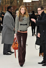 Rosie Huntington-Whiteley accented her sumptuous winter look with a two-tone leather bag.
