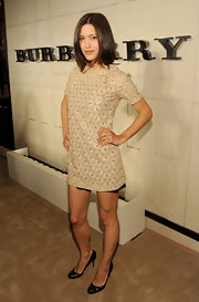 Julia Jones wore a large crossover ring in 18-carat yellow gold with pave diamonds at the Burberry Body launch.