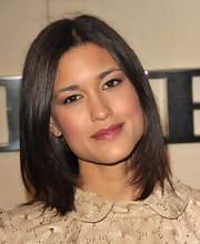 Julia Jones wore her lovely locks without any fussy-looking styling at the Burberry Body launch. Her hair looked super chic and shiny.