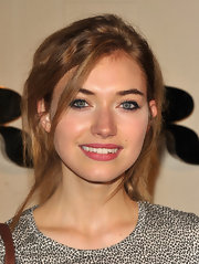 Imogen Poots wore her hair with lots of lovely texture and face-framing strands at the Burberry Body launch.