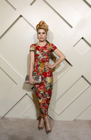 Paloma Faith paired her dress with ladylike gold satin pumps.