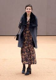 Maggie Gyllenhaal arrived for the Burberry fashion show wearing a fur-lined suede coat over a boho-chic print dress.