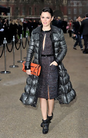 Rachel was smart and fashionable in a thick shin-length down jacket at the Burberry Prorsum show in London.