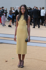 Naomie Harris completed her minimalist-chic ensemble with a pair of black ankle-strap sandals.