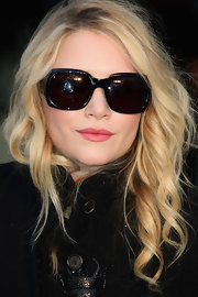 Mary Kate shows up at the Burberry show rockin some oversized sunglasses.