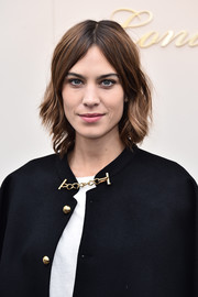 Alexa Chung wore cute short waves when she attended the Burberry fashion show.