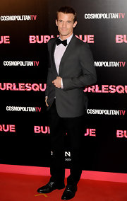 Cam looked super chic in his black slacks and slate gray blazer at the 'Burlesque' premiere.