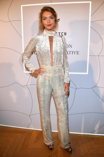 Arizona Muse donned a white crushed-velvet jumpsuit with choker detail for the Fashion Forward Initiative dinner.