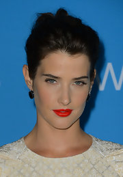 To make her white dress pop, Cobie chose a bright red lip with a lovely orange undertone.