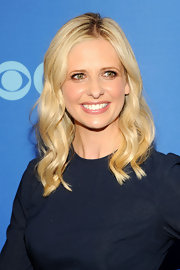 Sarah Michelle Gellar showed off her signature blonde tresses with this soft and wavy style.