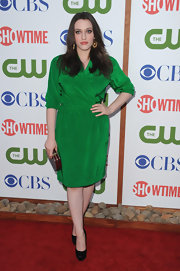 Kat Dennings shone like an emerald at the TCA party, complementing her green silk dress with a pair of black satin platform pumps.