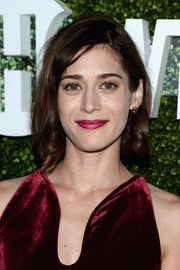Lizzy Caplan kept it short and sweet with curly ends at the CBS Summer TCA Party.