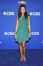 Cote wore leg-lengthening nude platform sandals, which paired perfectly with her green cocktail dress.