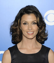 Bridget Moynahan created a glamorous eye makeup look for the CBS 2012 Upfront event, using black liner, lots of mascara and shimmering shades of shadow.