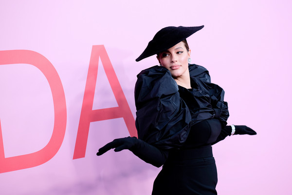 More Pics of Ashley Graham Form-Fitting Dress (1 of 3) - Ashley Graham Lookbook - StyleBistro [pink,academic dress,fashion,graduation,fun,headgear,formal wear,photography,gesture,smile,arrivals,ashley graham,cfda fashion awards,brooklyn museum of art,new york city]