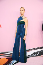Karolina Kurkova channeled the '70s in a color-block bell-bottom jumpsuit by TommyXZendaya at the 2019 CFDA Fashion Awards.