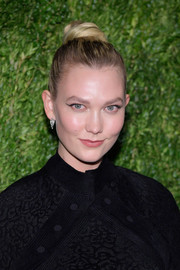 Karlie Kloss styled her hair into a twisted bun for the CFDA/Vogue Fashion Fund 15th anniversary event.