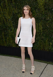 Emma Roberts chose a white sleeveless dress for a super classic and summery look.