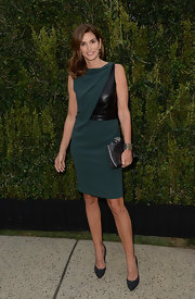 Cindy Crawford stunned in a dark teal draped dress that revealed just a hint of leather.