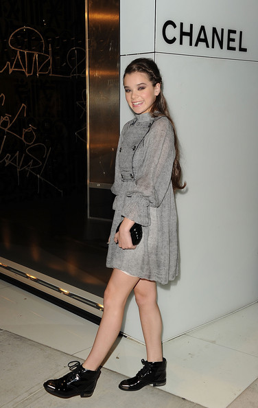 More Pics of Hailee Steinfeld Half Up Half Down (1 of 22) - Hailee Steinfeld Lookbook - StyleBistro