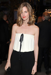 Amanda showed off an amazing new hairstyle with classic Hollywood curls at the Chanel event.