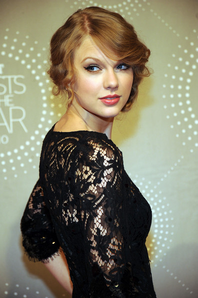 how to do taylor swift updo. Honoree Taylor Swift at the