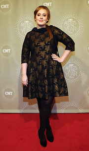 Adelle wore a black dress with gold floral print to the CMT Artists of the Year. The 3/4 length sleeve look and hem ruffle are perfect for the songstress.