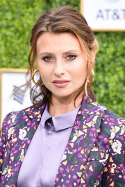 Alyson Michalka kept it casual with this loose ponytail at the CW Network's fall launch event.