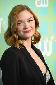 Jaime King perfected her pout with a bright glossy pink lipstick.