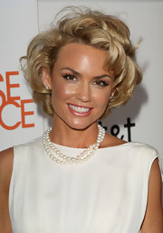 Kelly looked lovely in short blonde curls with classic pearls.