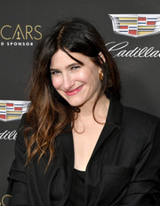 Kathryn Hahn wore her hair in messy waves at the Cadillac Oscar week celebration.