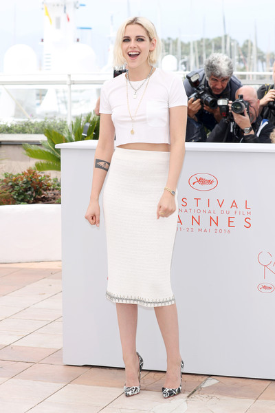 Kristen Stewart styled her all-white outfit with a pair of printed pumps by Christian Louboutin.