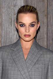 Margot Robbie looked elegant wearing this classic bun at the Calvin Klein fashion show.