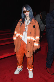 Billie Eilish sealed off her outfit with a pair of light gray trainers.