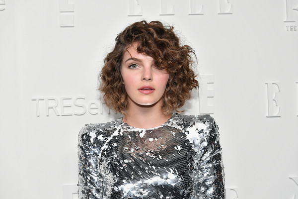 Camren Bicondova Curled Out Bob [a celebration of personal style,hair,face,hairstyle,beauty,fashion,lip,brown hair,shoulder,human,fashion design,host,camren bicondova,tresemme - arrivals,new york city,elle,e,nyfw kickoff party,tresemme]