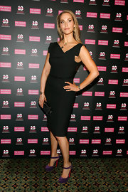 Elizabeth looked stylishly sophisticated in a sleek black cocktail dress for the Candie's Benefit Gala.