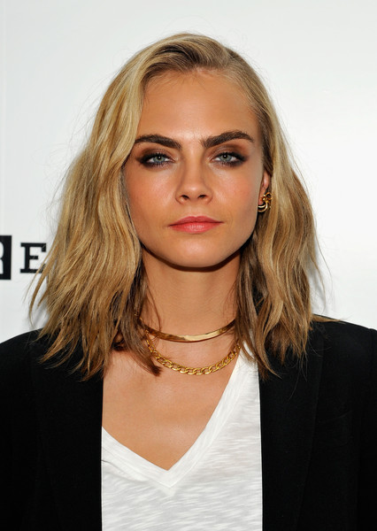 Cara Delevingne Medium Wavy Cut