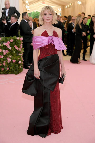 Carey Mulligan Off-the-Shoulder Dress [clothing,red carpet,carpet,fashion,pink,flooring,dress,haute couture,lady,shoulder,fashion - arrivals,carey mulligan,notes,fashion,new york city,metropolitan museum of art,met gala celebrating camp]