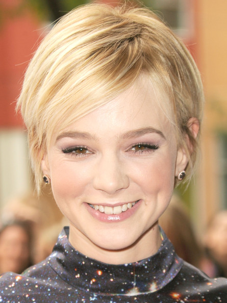 Carey Mulligan Short Side Part [never let me go premiere,hair,face,blond,hairstyle,eyebrow,chin,lip,beauty,hair coloring,forehead,carey mulligan,ryerson theatre,toronto,canada,2010 toronto international film festival]
