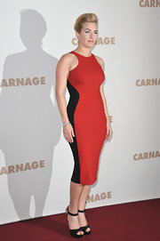 Kate Winslet wore her favorite curve-loving style at the Paris premiere of 'Carnage.'