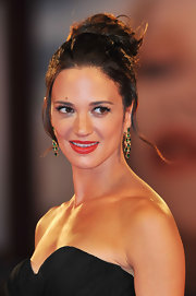 Asia Argento wore very light make-up and a standout red lipstick at the 'Carnage' premiere.