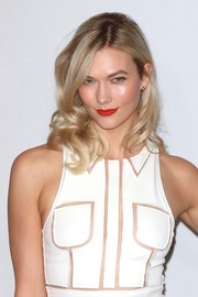 Karlie Kloss brightened up her pretty face with a swipe of red lipstick.