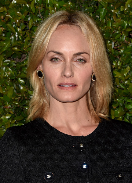 Amber Valletta attended the celebration of Chanel's Gabrielle bag wearing this simple shoulder-length layered cut.