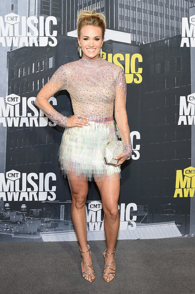 Carrie Underwood Metallic Clutch [flooring,fashion model,shoulder,fashion,leg,carpet,catwalk,joint,red carpet,trunk,arrivals,carrie underwood,nashville,tennessee,music city center,cmt music awards]